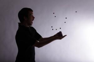 Un des nombreux essais de lancer de dés (photo Amélie Véron)