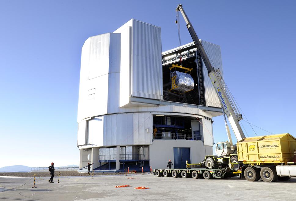 19 janvier 2014 : L'instrument MUSE est gruté dans le télescope 4 appelé Yepun (Vénus)
