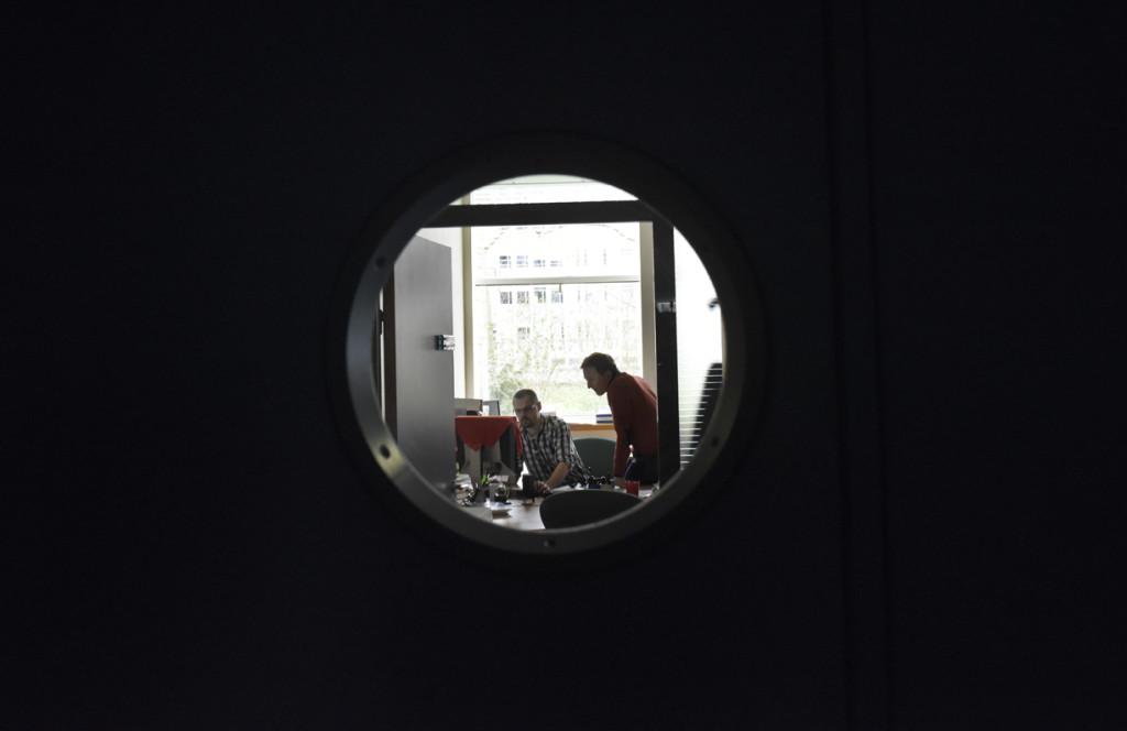 Les bureaux: conception à l'aide d'ordinateur du dépôt de couches minces à réaliser afin d'obtenir les performances optiques attendues